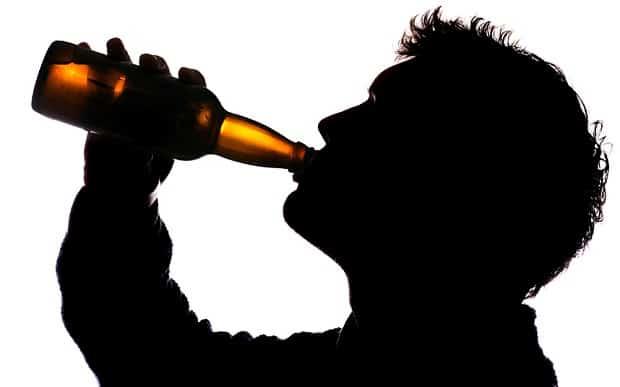 человек пьет муж пьет - Что делать, если муж пьет ежедневно