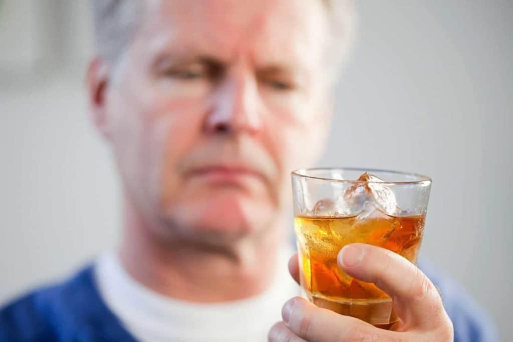 pomozhet 1024x682 - Кодирование от алкоголя Аквилонгом